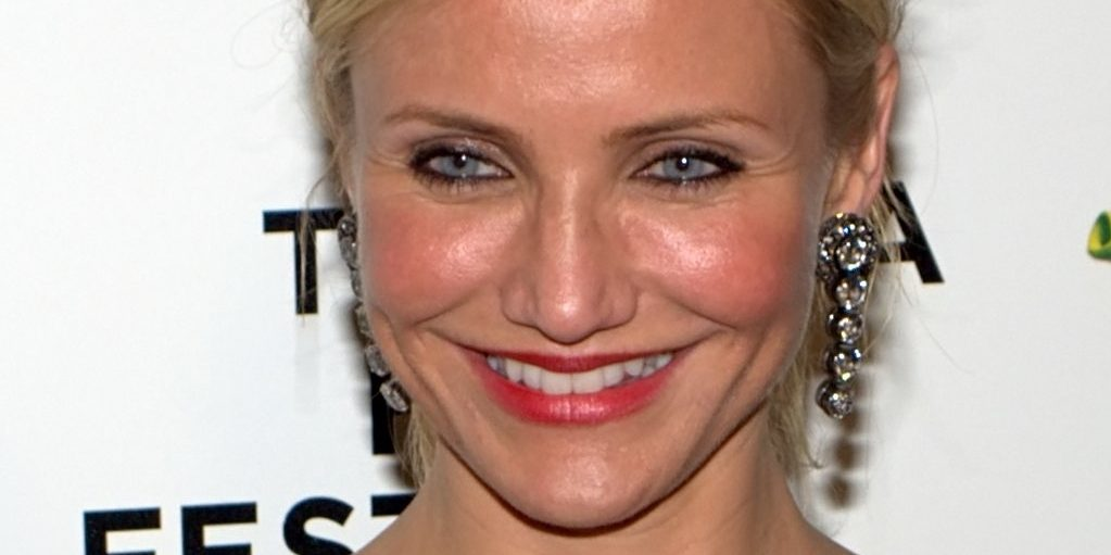 This Woman Had Lower Eyelid Surgery, and It Completely ...  Celebrity Lower Blepharoplasty